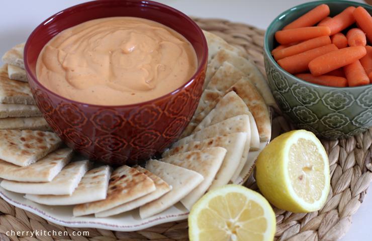 Roasted Red Pepper Hummus | cheerykitchen.com