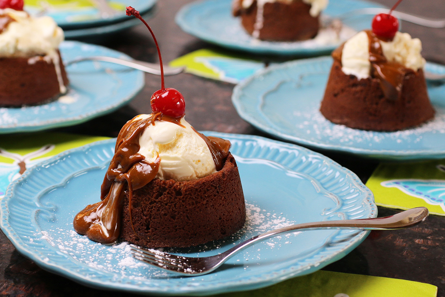Mexican Chocolate Cake Sundaes | cheerykitchen.com