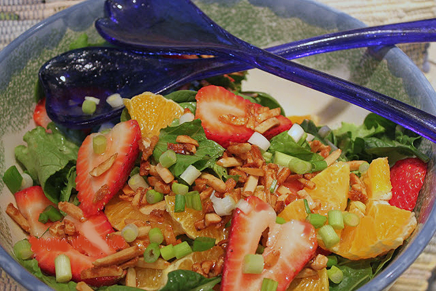 STRAWBERRY SPINACH SALAD WITH TANGY CITRUS DRESSING | cheerykitchen.com