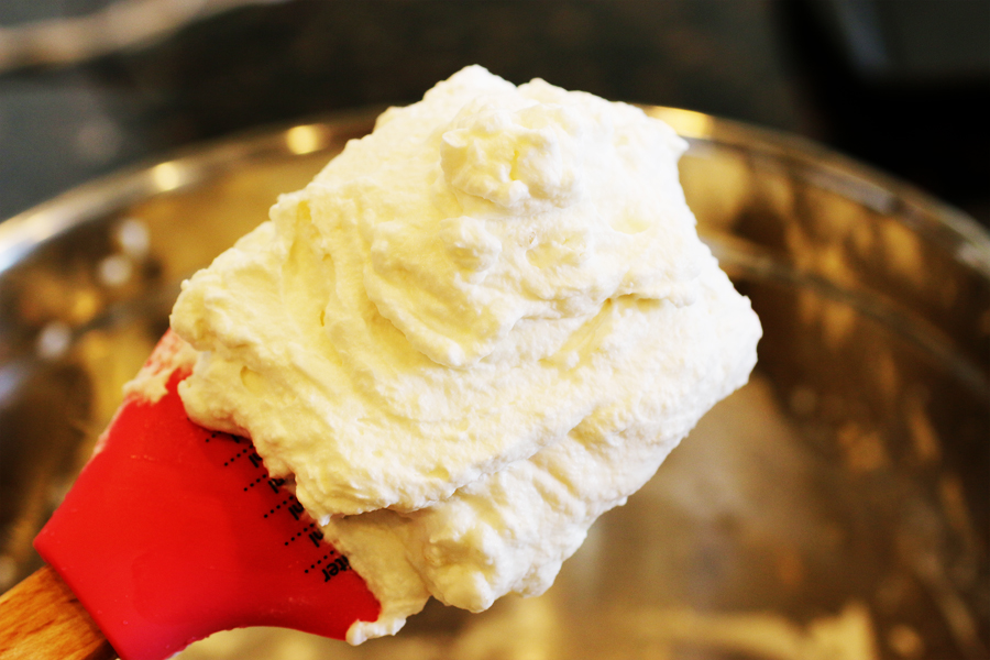 Stabilized Whipped Cream | cheerykitchen.com