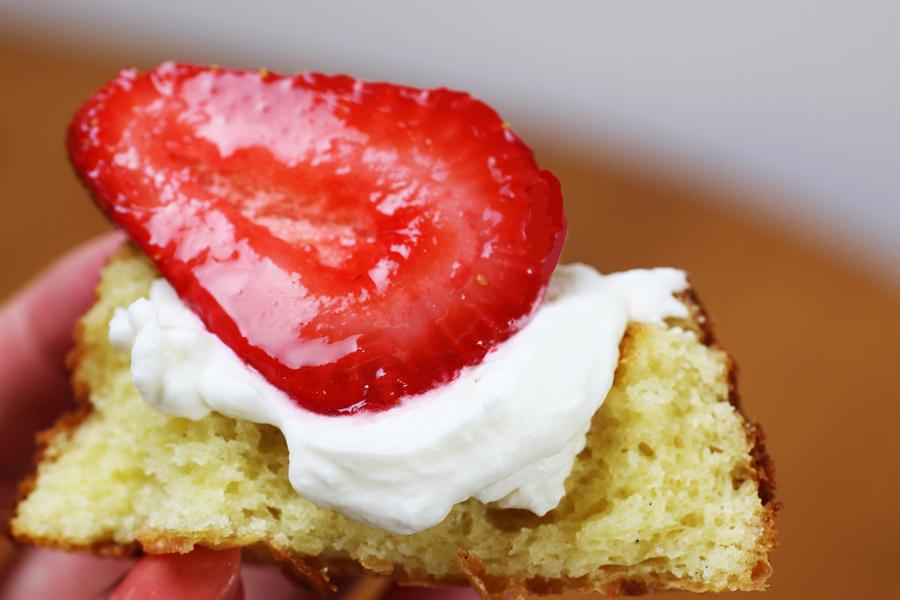 White Chocolate Strawberry Shortcakes | cheerykitchen.com